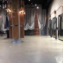 Декоративный бетон.Декоративный бетонный пол из Микробетона  в салоне красоты.